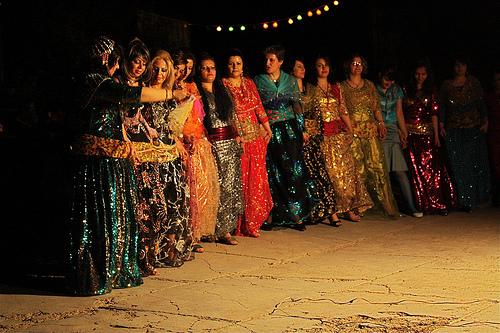رقص کردی گروه زن و مرد