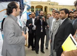 آقای رحیم طوفان در حال ارائه اختراع سینمایی خود
