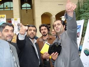 آقای رحیم طوفان در حال ارائه دستاورد سینمایی خود
