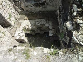 حمام های تاریخی پیرامون بنای یادبود