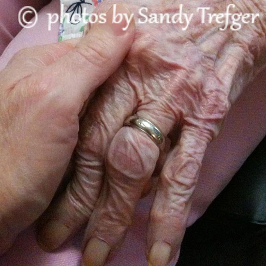 دستان مادر