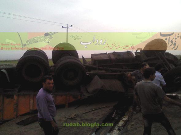 جاده روداب، واژگونی کامیون حامل سیمان