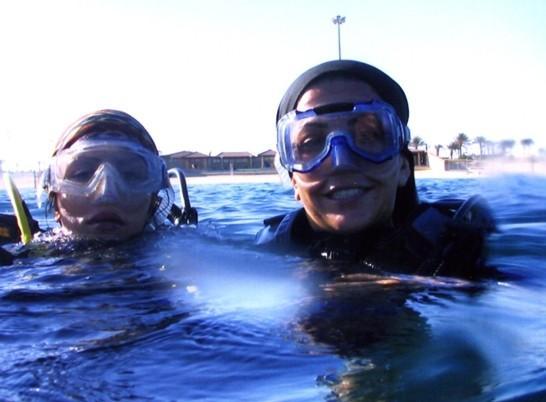 شنای مجری زیبای زن در کشور ایران-2