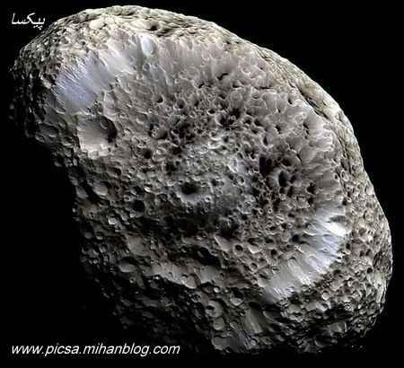 قمر سطح اسفنجی زحل هنوز هم یک معمای عجیب است