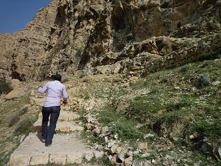 پلکان، راهی که به غار می رسد