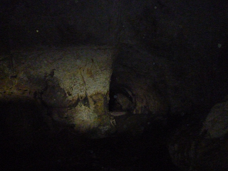 دالان های درون غار