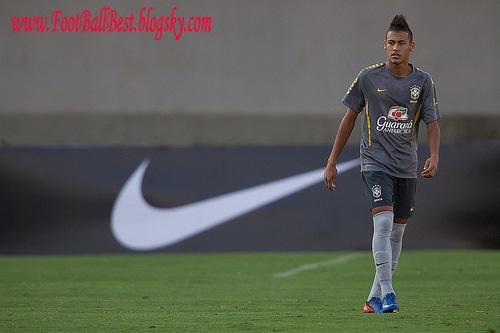 http://s3.picofile.com/file/7403750428/Neymar_Nike_Comercial_FootBallBest.jpg