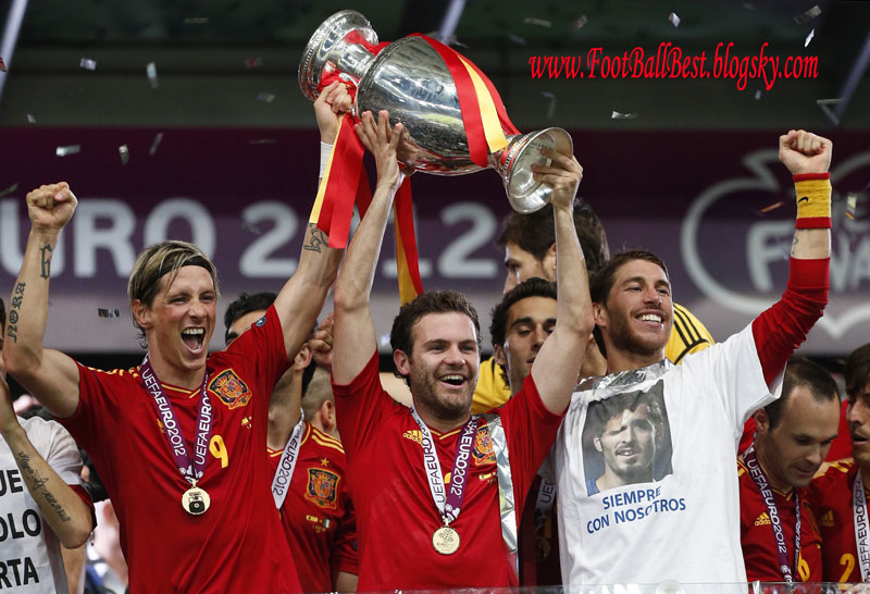http://s3.picofile.com/file/7426511719/Spain_Vs_Italy_Trophy_Celebration_FootBallBest.jpg