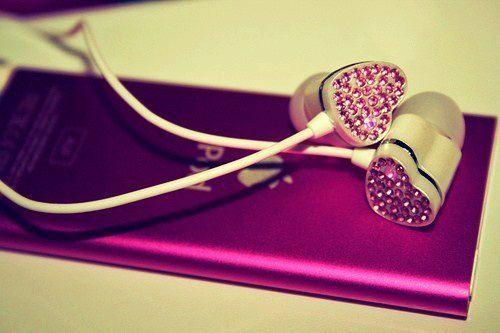 http://s3.picofile.com/file/7442732254/black_and_white_bling_girl_heart_earphones_hearts_Favim_com_337742.jpg