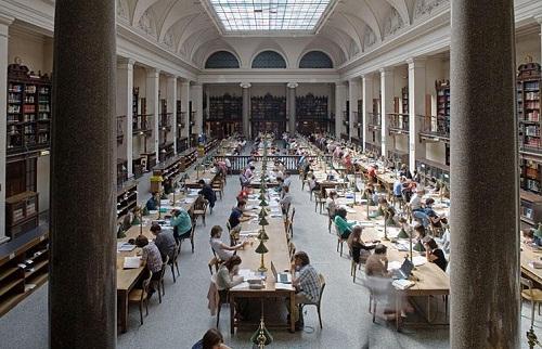 یکی از کتابخانه های دانشگاه وین