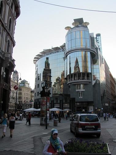 خیابان ها و مغازه های اطراف کلیسای سنت استفان