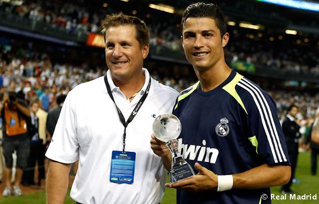 http://s3.picofile.com/file/7463989137/Real_Madrid_Milan47.jpg