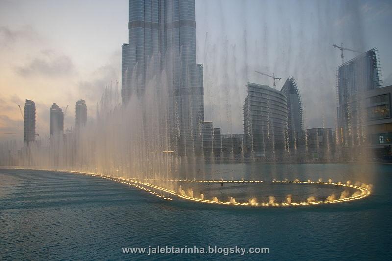 http://s3.picofile.com/file/7479588167/800px_Burj_Khalifa_fountain.jpg