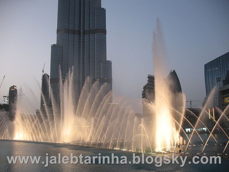 http://s3.picofile.com/file/7479588381/800px_Dubai_Fountain_7.jpg