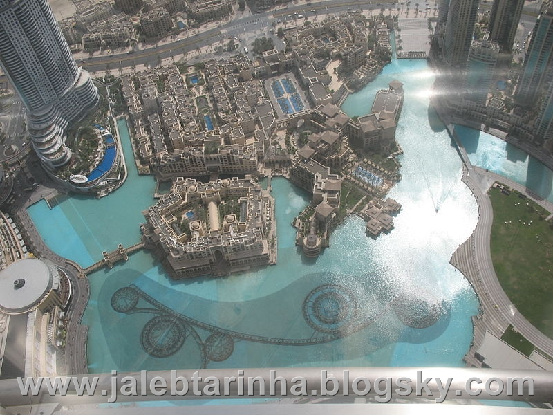 http://s3.picofile.com/file/7479589137/800px_Dubai_Fountain_from_At_The_Top_of_Burj_Khalifa.jpg