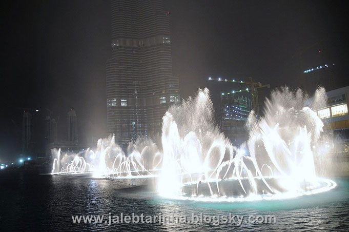 http://s3.picofile.com/file/7479590535/dubai_fountain12.jpg