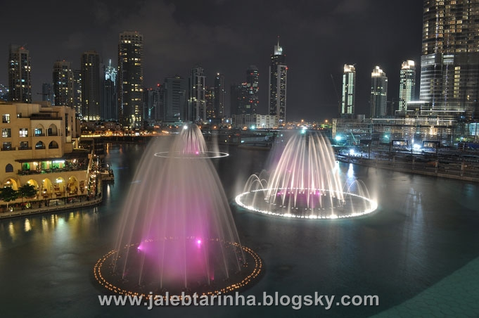 http://s3.picofile.com/file/7479590963/dubai_fountain16.jpg