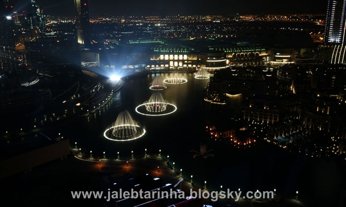 http://s3.picofile.com/file/7479591612/dubai_fountain19.jpg