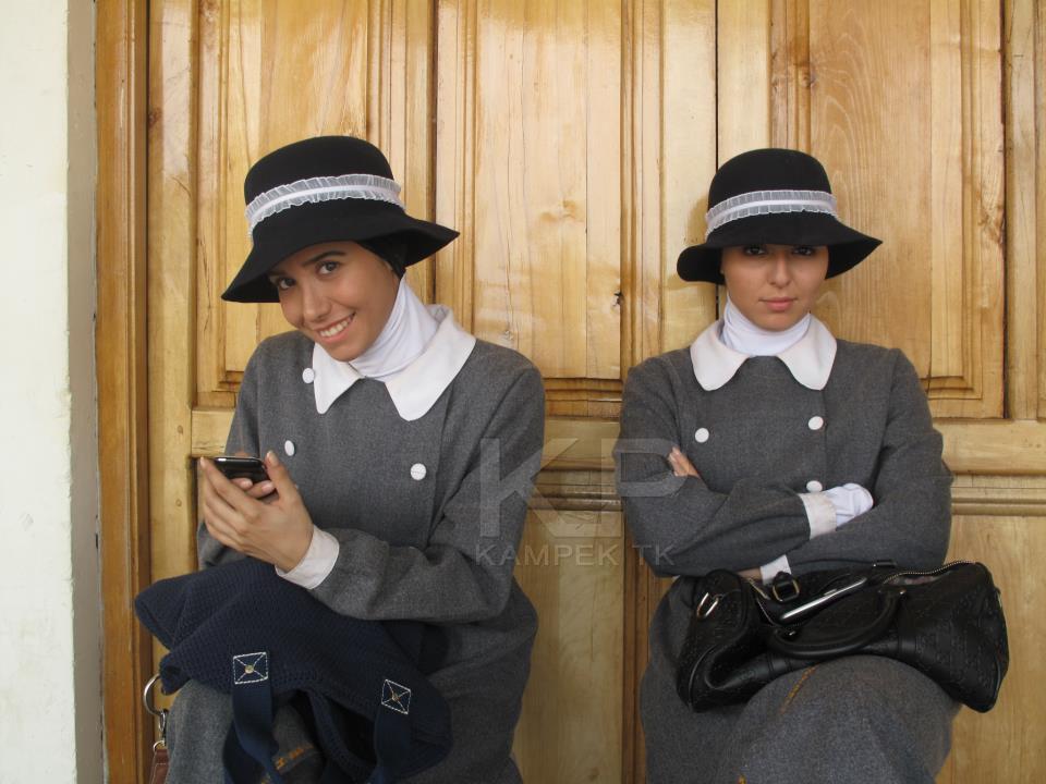 عکس های ساناز کاشمری و حنانه شهشهانی در سریال کلاه پهلوی
