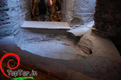 مقبره همسر و پسر اسکندر مقدونی