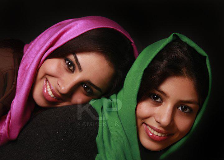عکس جدید فتانه ملک محمدی و خواهرش