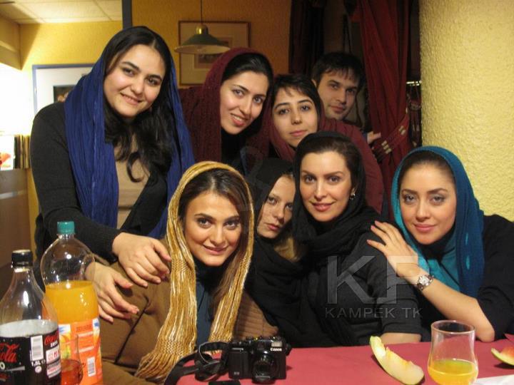 عکس شخصی بهاره کیان افشار در کنار سایر بازیگران کلاه پهلوی