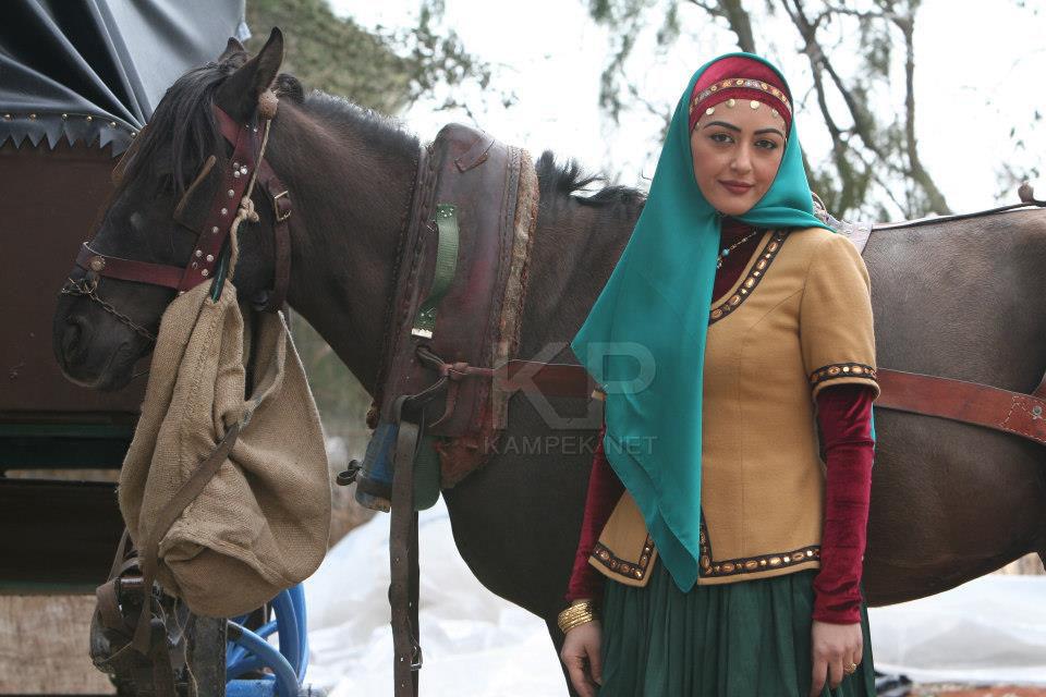 عکس شقایق فراهانی در پشت صحنه کلاه پهلوی