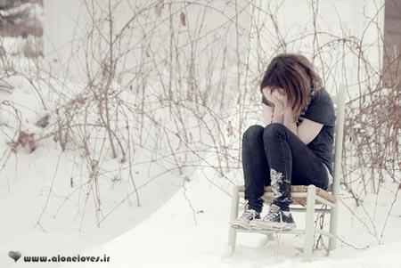 زمستان است نیمکتی تنها در پارک نشسته است