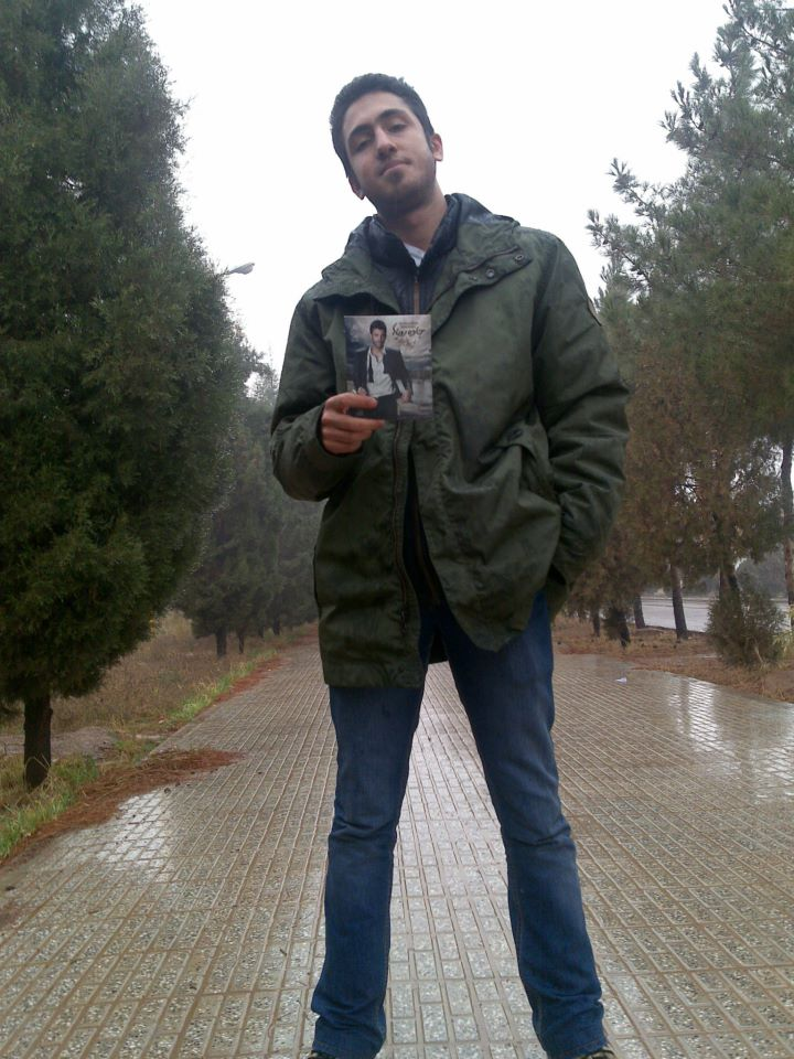 http://s3.picofile.com/file/7583556876/Mohamad_Karimi.jpg