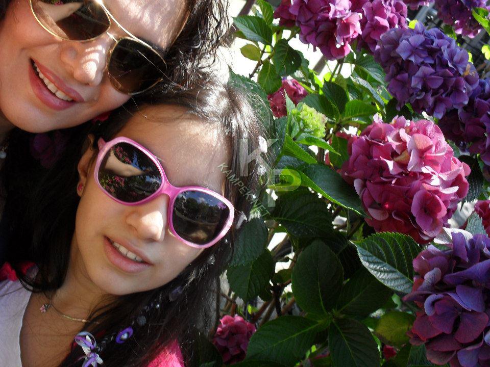 عکس جدید الهام پاوه نژاد و دخترش