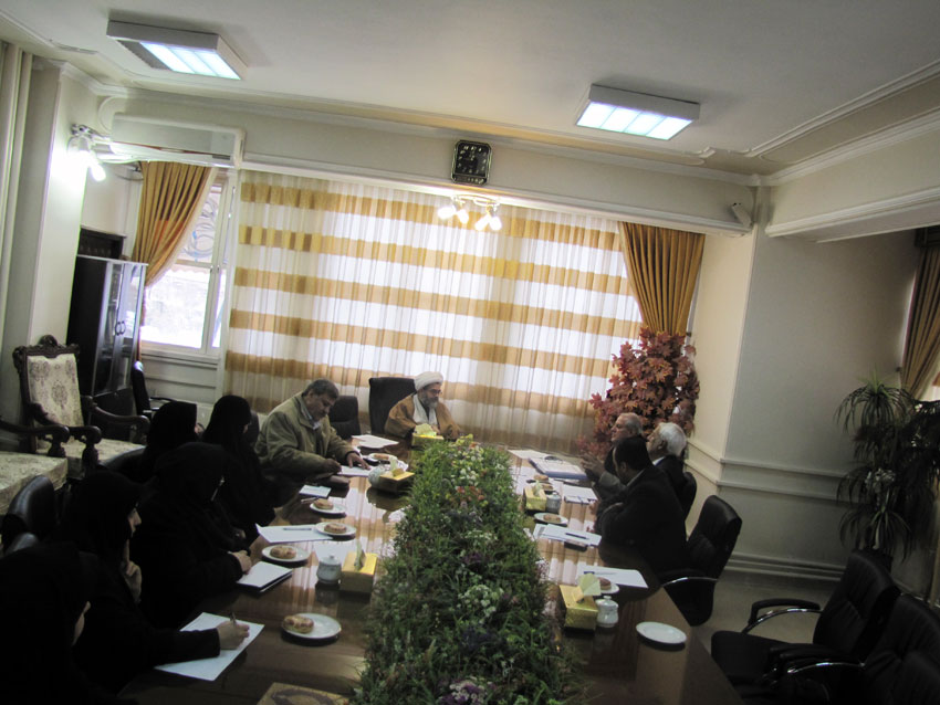 حجت الاسلام والمسلمین مالک اژدرشریفی در جلسه ستادبشردوستانه منطقه 7 کمیسیون در امدادرسانی به مناطق زلزله زده در اداره کل دادگستری آذربایجان شرقی