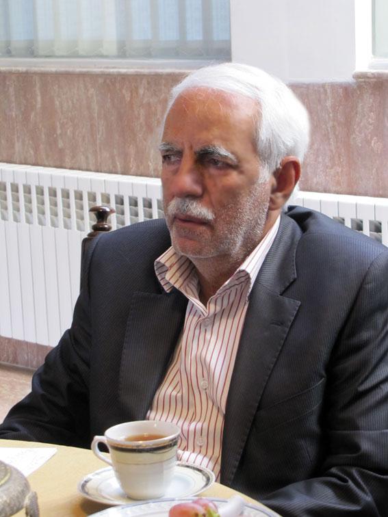 مهندس سیدمسعود پیمان در جلسه ستادبشردوستانه منطقه 7 کمیسیون در امدادرسانی به مناطق زلزله زده در روزنامه مهد آزادی
