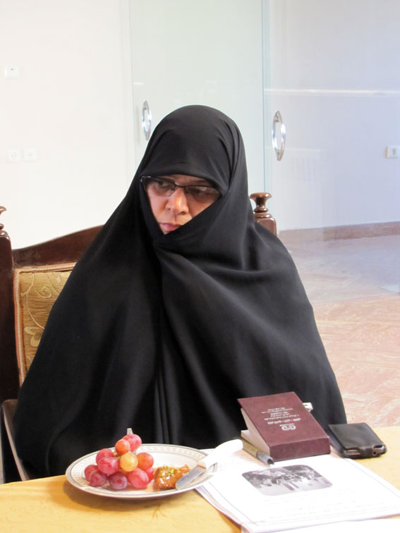 نسرین پیرسمساری در جلسه ستادبشردوستانه منطقه 7 کمیسیون در امدادرسانی به مناطق زلزله زده در روزنامه مهد آزادی
