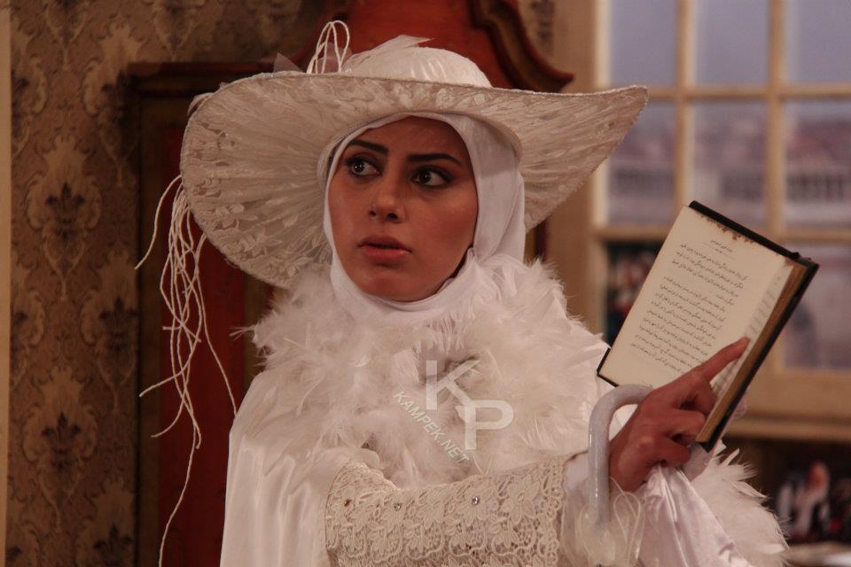 عکس مونا فرجاد با لباس عروس