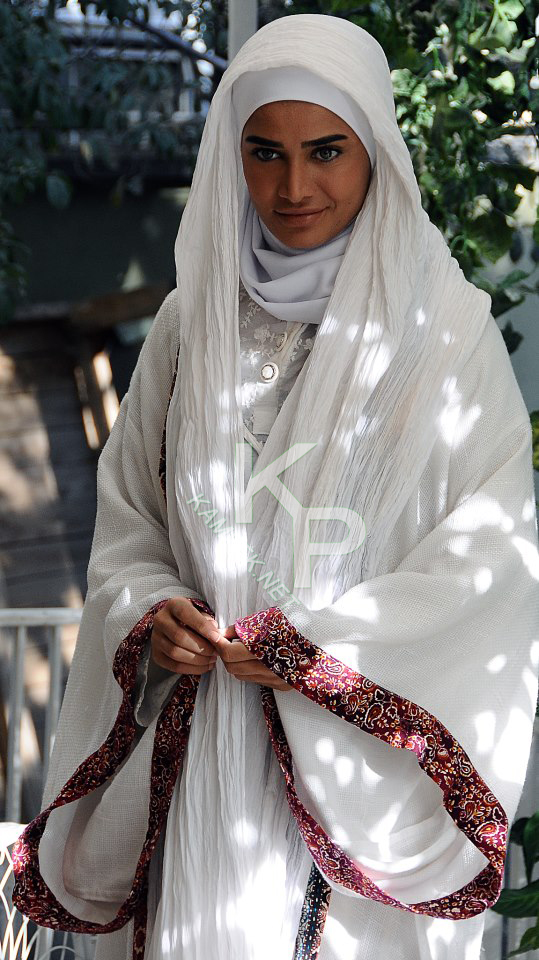 عکس تینا اخوند تبار با لباس عروس