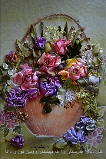 سبدی از گل های بنفش و صورتی
