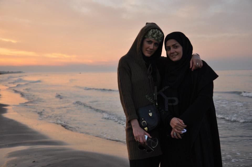 عکس جدید بیتا سحر خیز و خواهرش