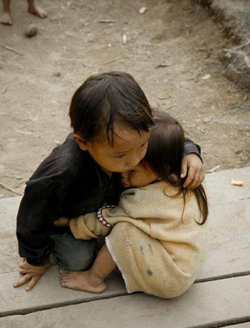 هر چه قدر هم که ضعیف باشی , باید تکیه گاه اونایی باشی که دوستشون داری ...
