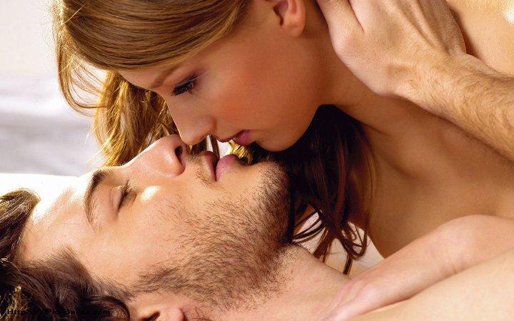 نتیجه تصویری برای بوسیدن عاشقانه