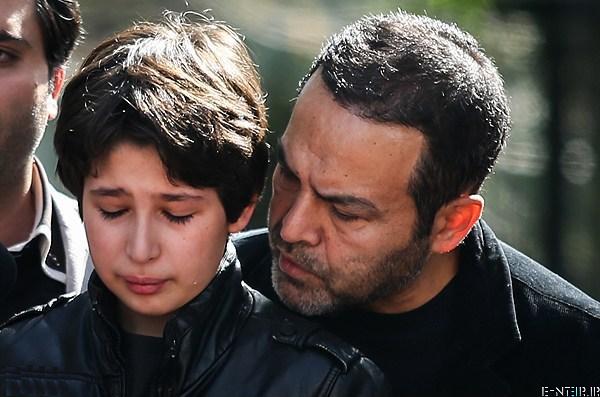 فریبرز عرب نیا در مراسم خاکسپاری پیکر عسل بدیعی