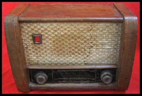 کتری و رادیوی قدیمی