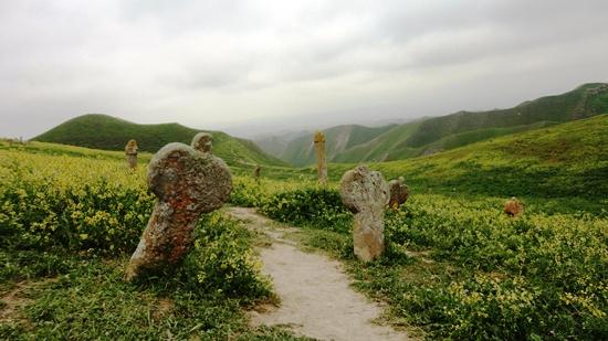 گورستان هزارتپه+ خالد نبی+ سنگ قبرهای عجیب