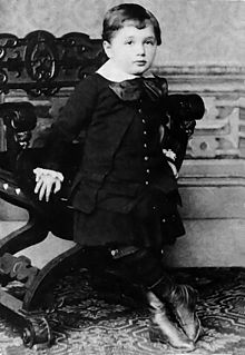 http://s3.picofile.com/file/7820566341/220px_Albert_Einstein_at_the_age_of_three_1882_.jpg
