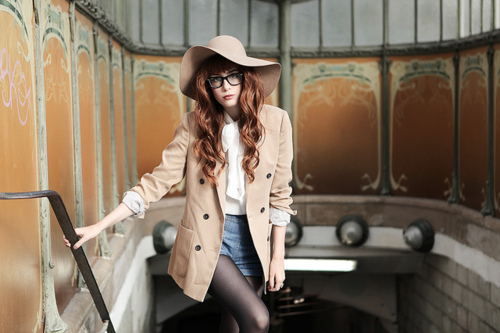 http://s3.picofile.com/file/7847045157/fashion_girl_glasses_hair.jpg