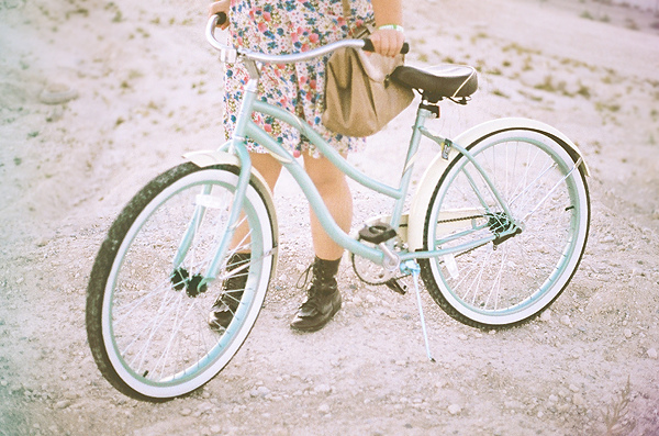http://s3.picofile.com/file/7849103010/beach_cruiser_bicycle_bike.jpg