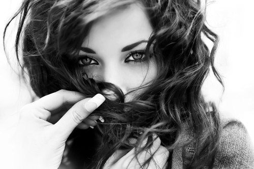 http://s3.picofile.com/file/7922605799/black_and_white_dream_face_fashion_girl_igalery.jpg