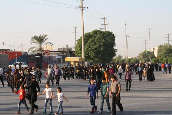 پیاده روی خانوادگی در شهر برازجان
