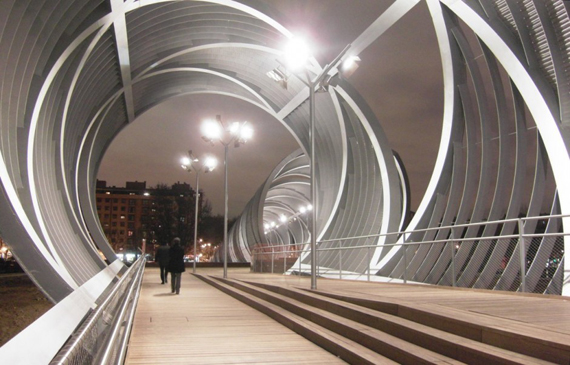 طراحی جالب پل عابر پیاده Arganzuela توسط معمار Dominique Perrault در مادرید، اسپانیا
