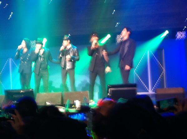 BXgIO8aCYAAYPCJ YS concert