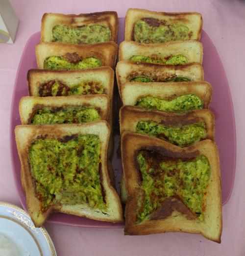 کوکو با شمبلیله در نان تست با طرح دندان
